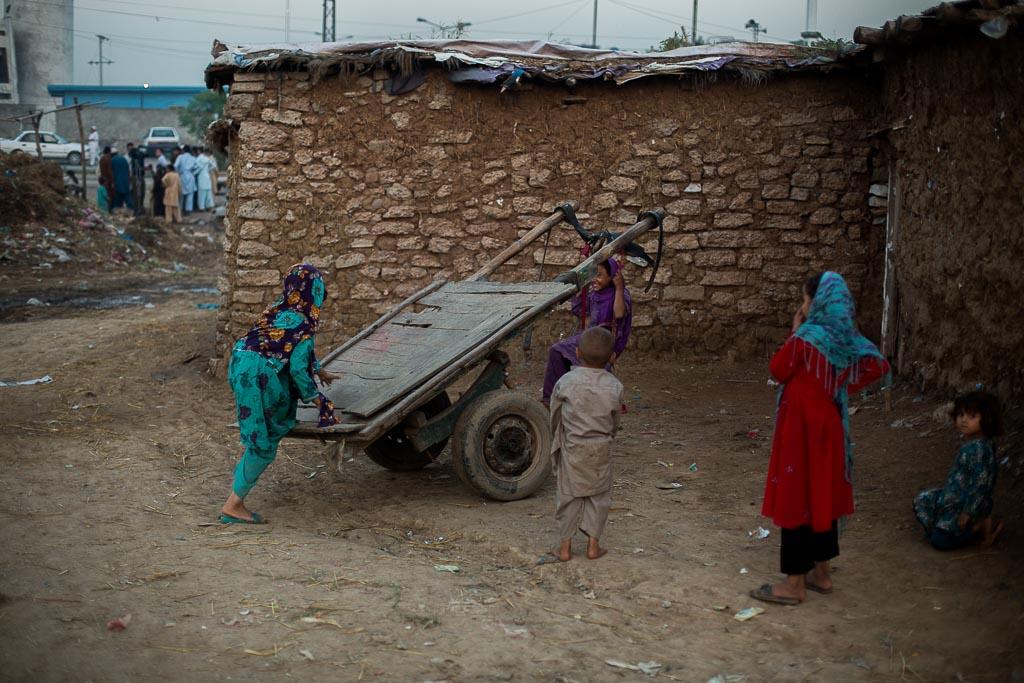 pakistan_afghan_basti_06